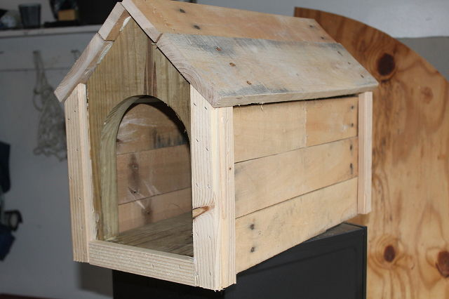 Cool-Pallets-Mailbox-DIY-4 Pallet Dog House Plans Free on pallet chicken house plans free, pallet home floor plan, i-beam pallet house plans free, pallet house building plans,