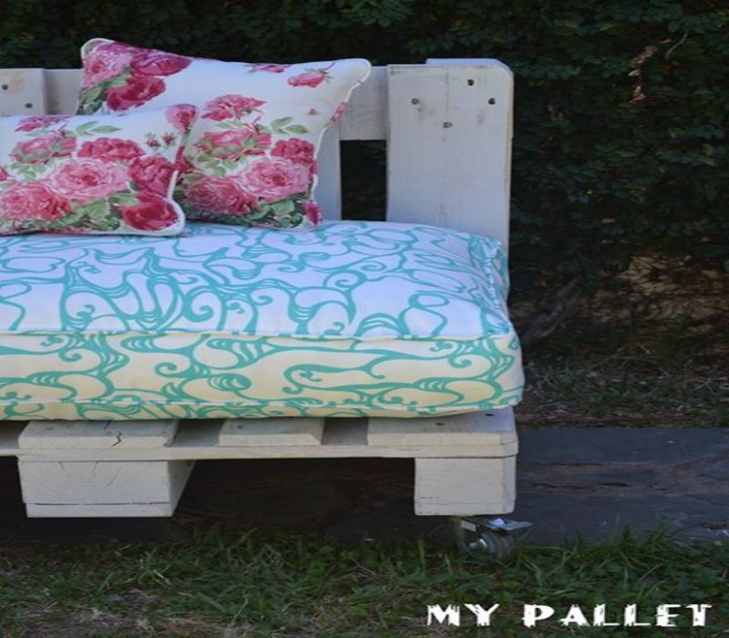 Outdoor Sofa Made with Pallets 2