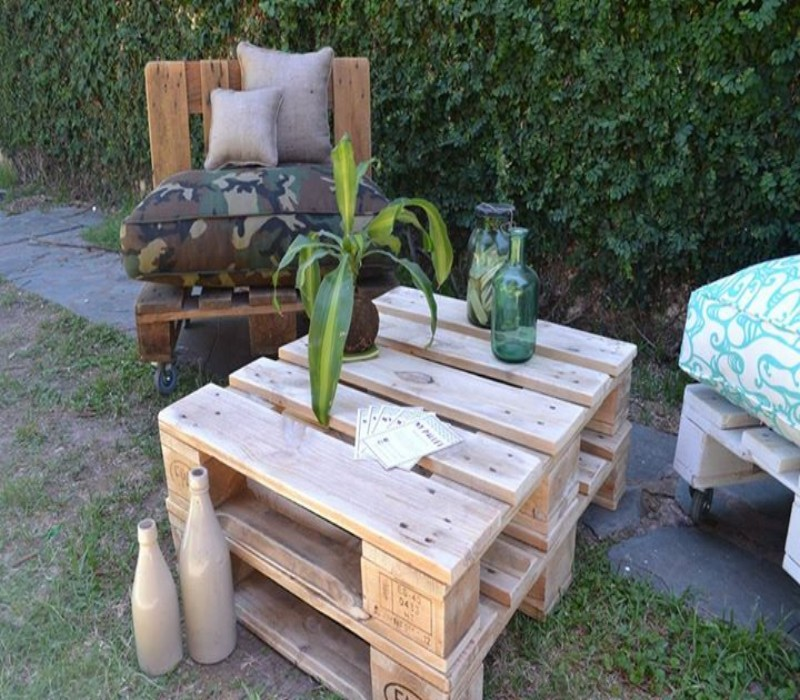 Outdoor Sofa Made with Pallets 4