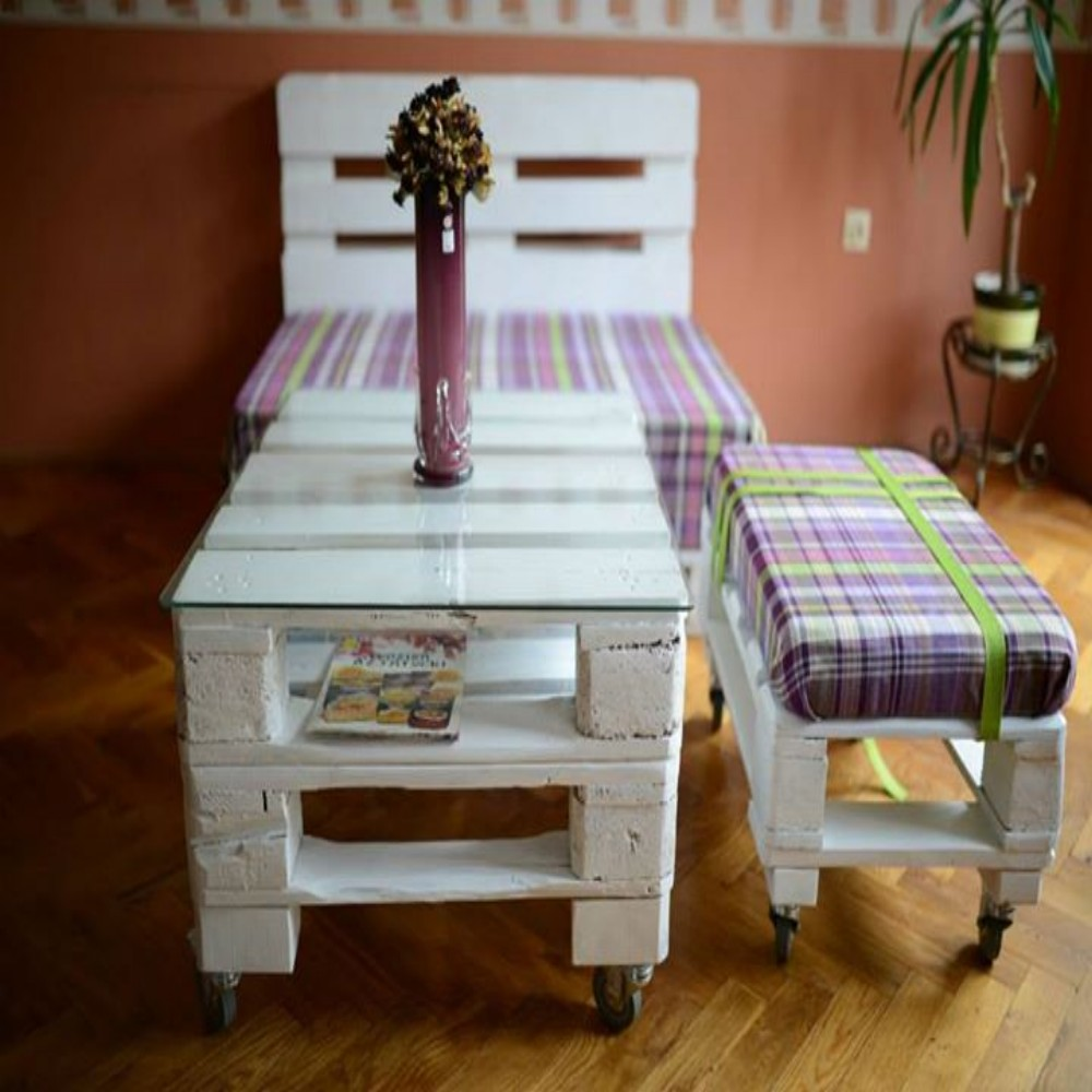 Unique pallets furniture set pallet ideas recycled for Pallet ideas