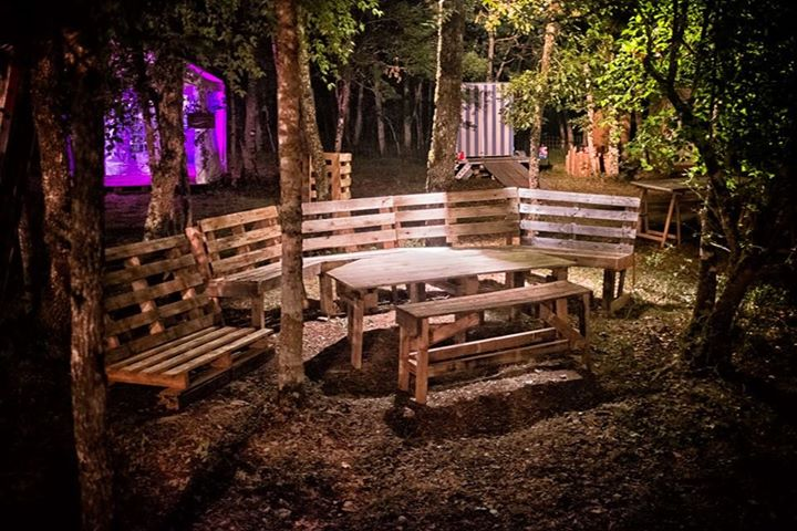 Outdoor Pallet Benches Table