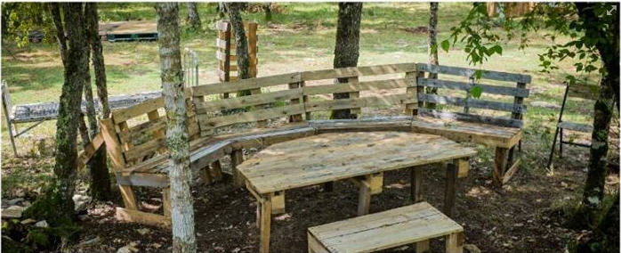Outdoor Pallet Benches and Table