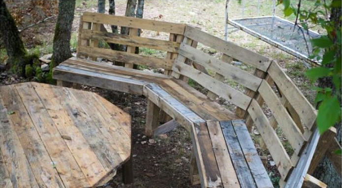 Outdoor Pallet Benches