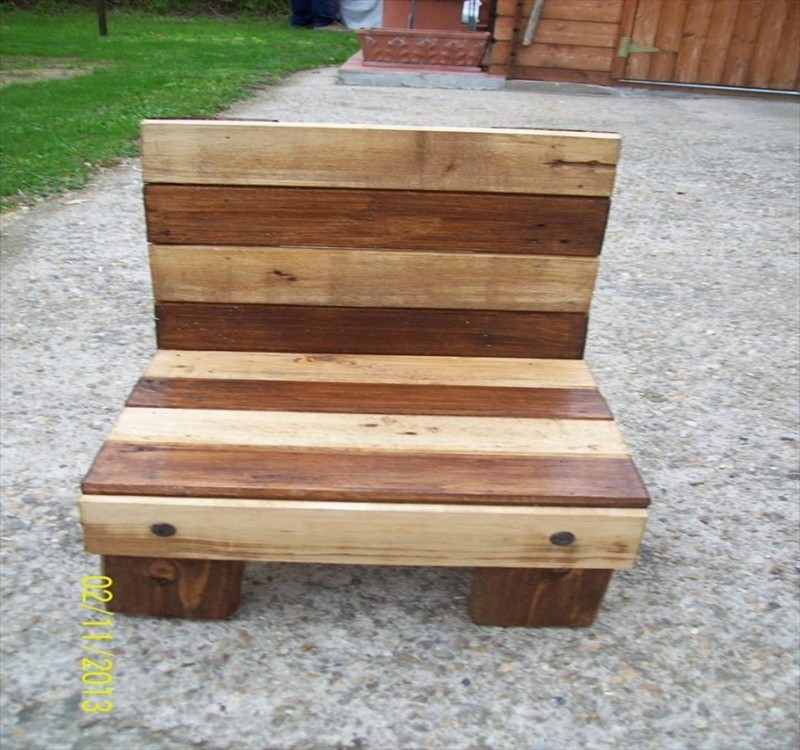 Pallet chairs plans and ideas pallet ideas recycled for Pallet furniture projects