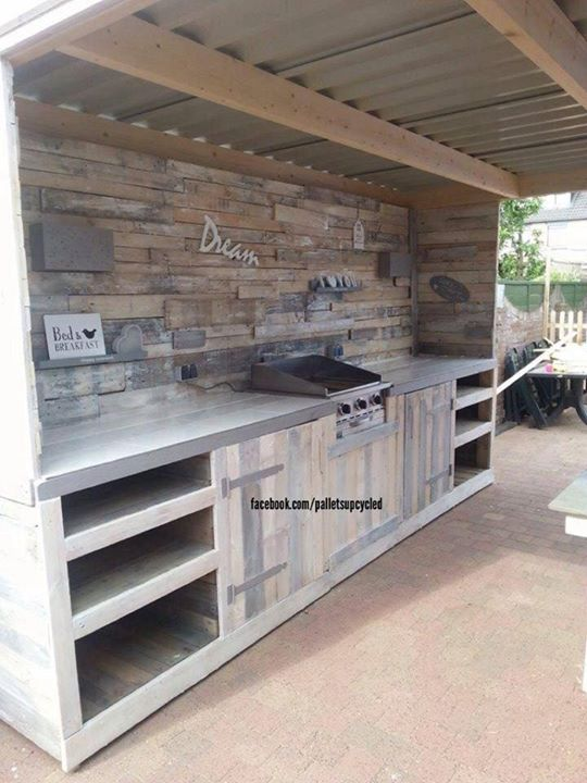 Upcycled pallets made outdoor kitchen pallet ideas for Outdoor kitchen wall ideas