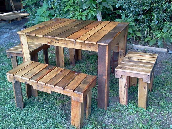 Pallets benches and table set for farm pallet ideas for Patio table made from pallets