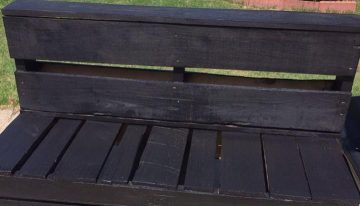 Cute Bench Out of Pallets Wood