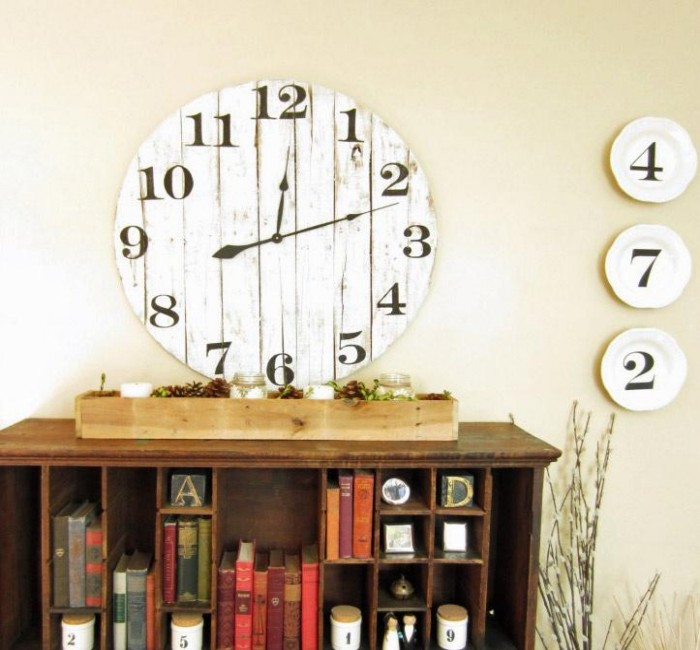 Pallets Created Clock Designs