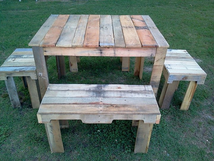 Pallets Outdoor Table Set