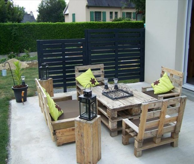 Outdoor furniture out of pallets wood pallet ideas Chairs made out of wooden pallets
