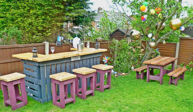 pallets garden stools and table - Garden Ideas With Pallets