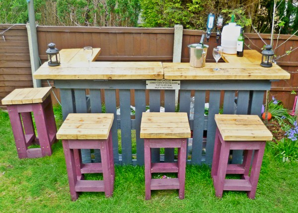Pallets made garden table with stools pallet ideas recycled upcycled pallets furniture - Garden furniture ideas fun good taste ...