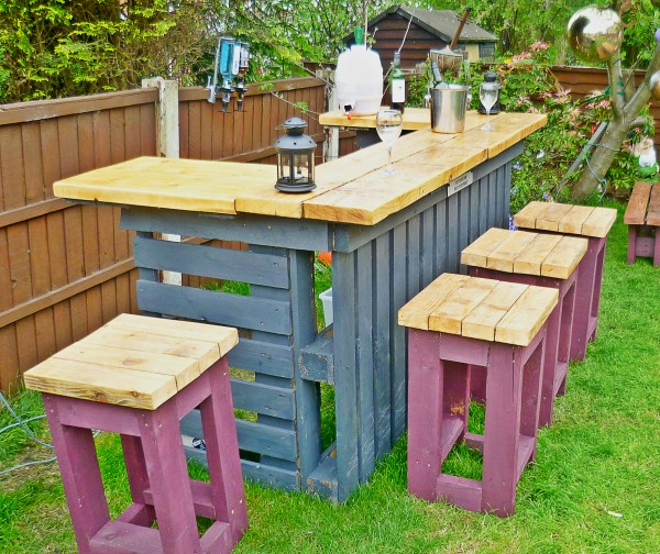 Pallets garden stools. Pallets Made Garden Table with Stools   Pallet Ideas