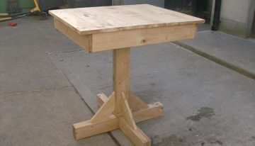 Antique Style Pallets Table for the Home or Garden