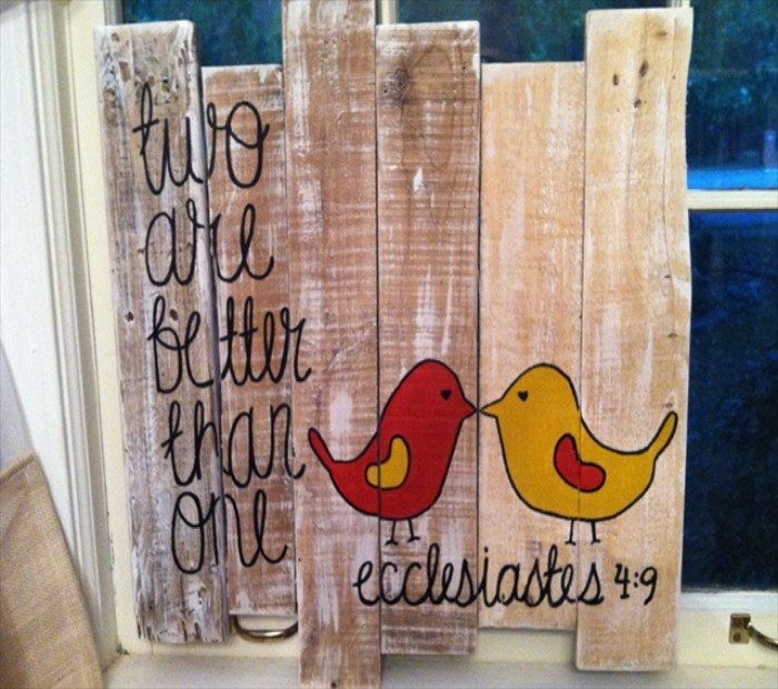 Pallets wall art craft ideas pallet ideas recycled for Crafts made with pallets