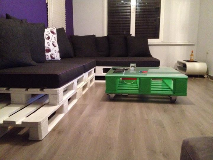 Cute looking pallets made home furniture pallet ideas for Pallet living room couch