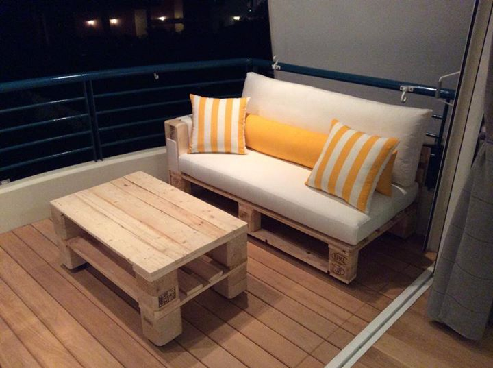 Pallets Made Sofa With Coffee Table Pallet Ideas