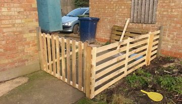 DIY Pallets Fence To Secure The Garden