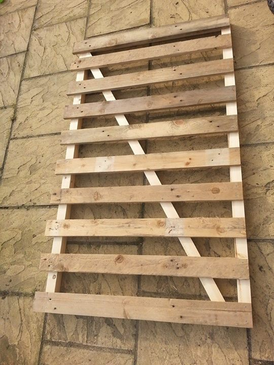 Diy Pallets Fence To Secure The Garden Pallet Ideas