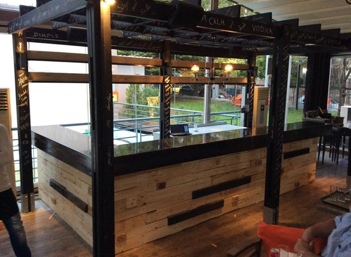 Eco Friendly Bar Pallets Works | Pallet Ideas: Recycled ...