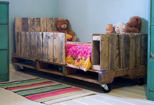 Kids Room Bed with Pallets