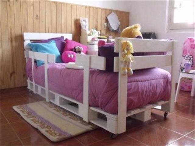 Kids Room Fun and Inspirations with Pallets