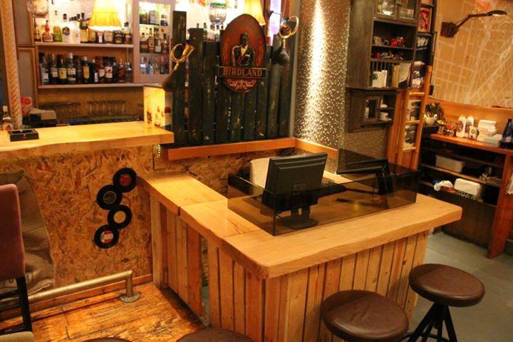 Pallets Made Cafe Bar Furniture Decor Pallet Ideas