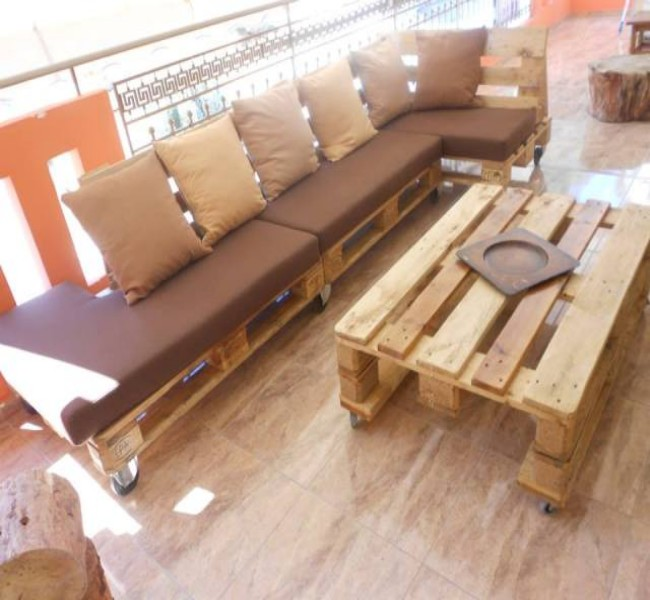 Furnish your office with pallets furniture pallet ideas for Sitting area furniture ideas