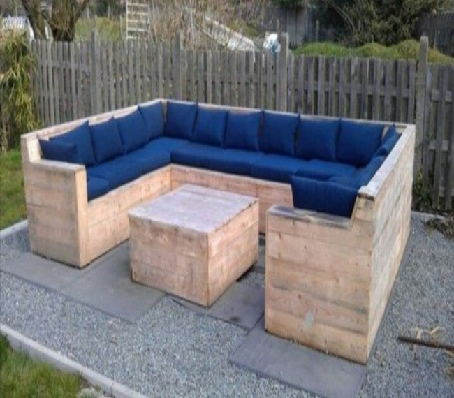 16 elegant pallets patio couches pallet ideas recycled for Garden decking from pallets
