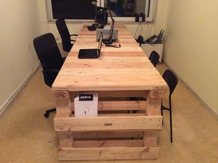 Pallets Made Study Table With Side Book Shelf Pallet Ideas