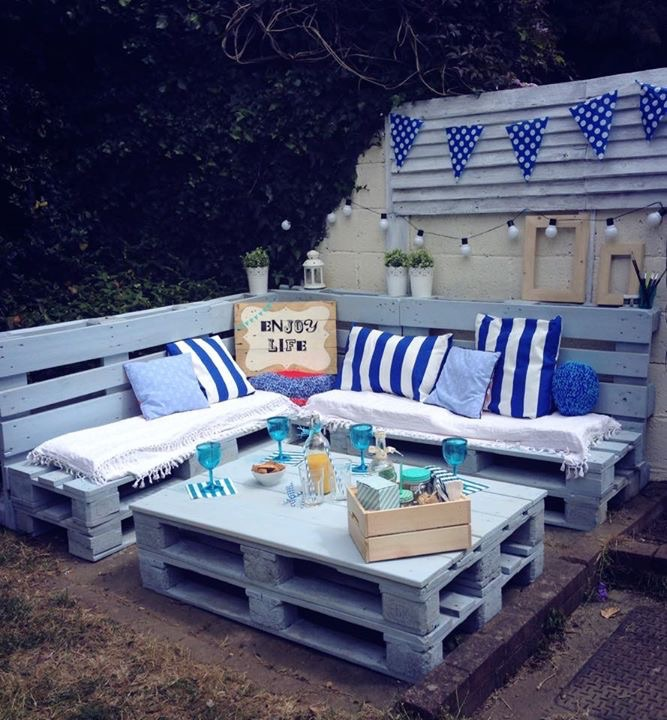 Garden furniture set and corner sign pallet ideas for Nautical themed backyard