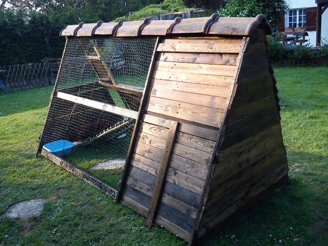 Pallets Hen Shelter