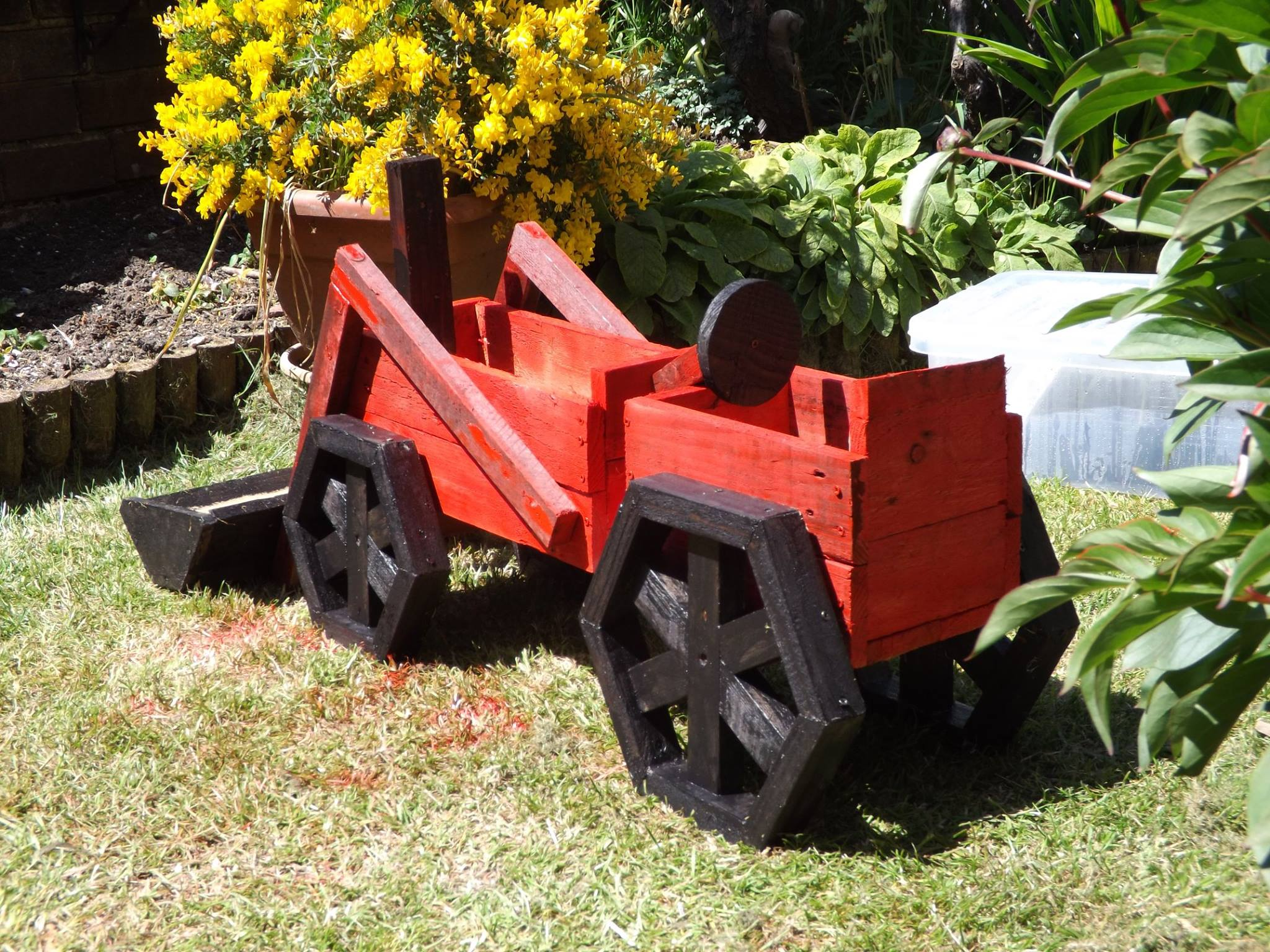 Pallets Made Planter Tractor Pallet Ideas