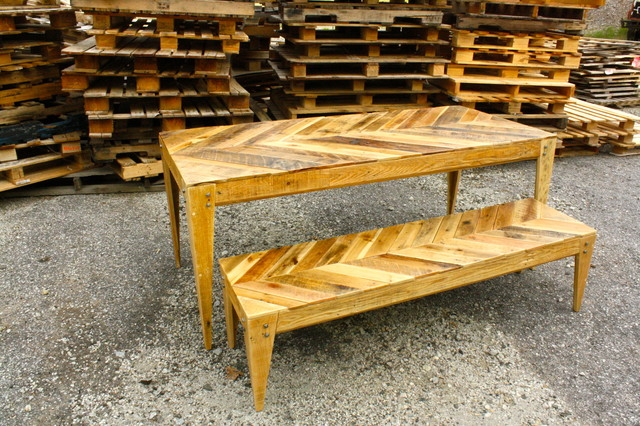 Wooden Pallets Table With Bench