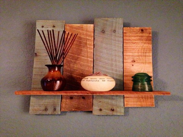 pallets made wall shelves and stands pallet ideas. Black Bedroom Furniture Sets. Home Design Ideas