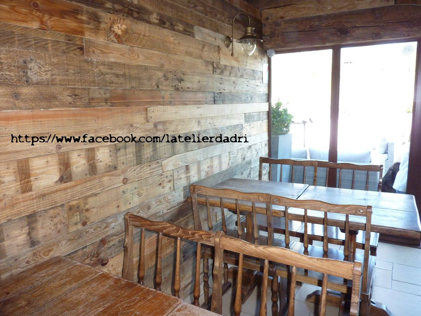 bar d coration murale avec les palettes en bois pallet ideas. Black Bedroom Furniture Sets. Home Design Ideas