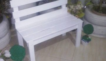 DIY Garden Bench with Wood Pallets