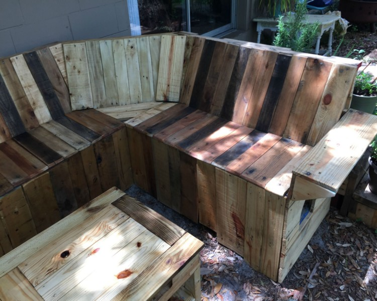 Diy Pallets Patio Corner Bench With Table Pallet Ideas