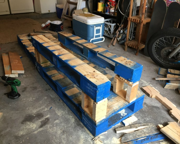 ... DIY Pallets Patio Corner Bench With Table ...