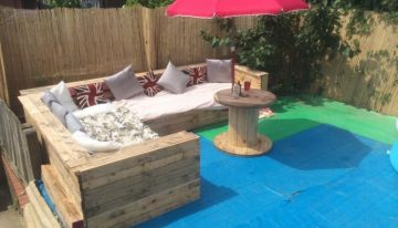 Patio Garden Corner Seating with Pallets
