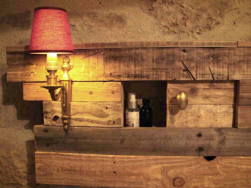 lighting pallets bed headboard with side table pallet. Black Bedroom Furniture Sets. Home Design Ideas