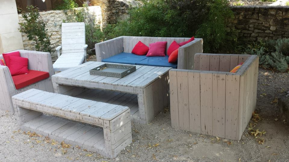 Outdoor unique pallets sofa with table pallet ideas for Table jardin beauty