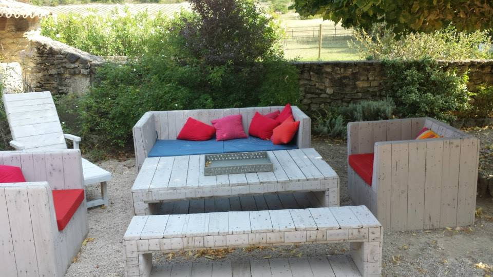 Outdoor Unique Pallets Sofa With Table Pallet Ideas