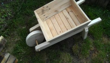 Pallet Made Flowers Wheelbarrow