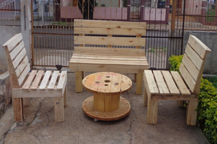 pallets cable drum table and chairs pallet ideas