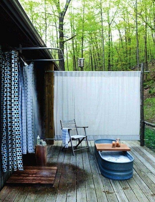 Pallets made outdoor bathing shower ideas pallet ideas for Bathroom designs outside