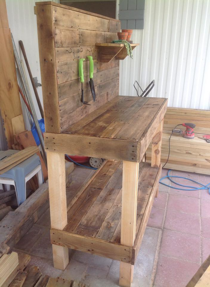 Potting bench made with wooden pallets pallet ideas recycled upcycled pallets furniture Potting bench ideas