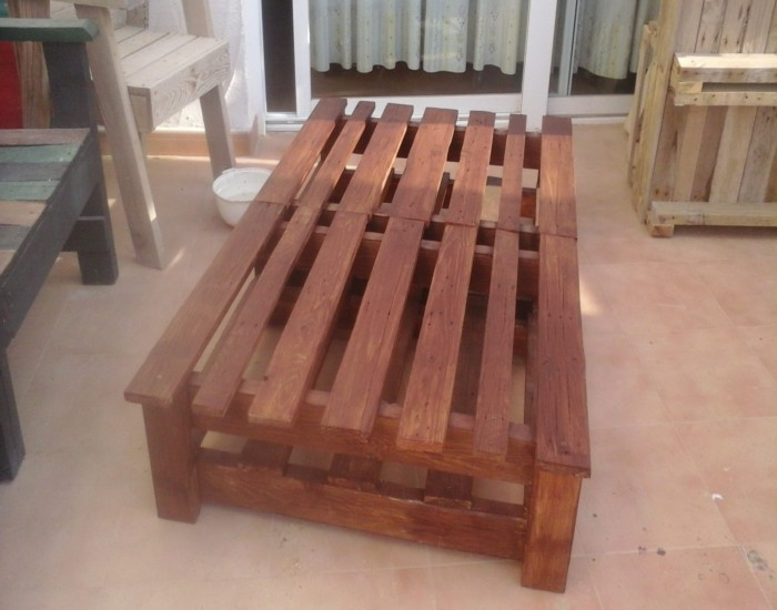 Pallets Made Sun Bed Pallet Ideas