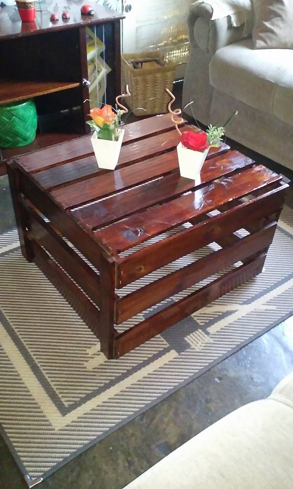 coffee table made with pallets wood pallet ideas. Black Bedroom Furniture Sets. Home Design Ideas