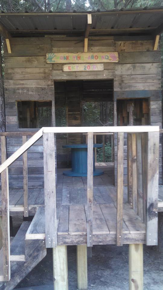 Pallets Wood Made Treehouse Pallet Ideas
